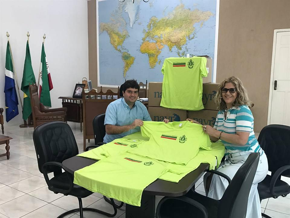 Imagem 196 - Prefeitura de Nioaque adquiri uniformes escolares com recursos próprios