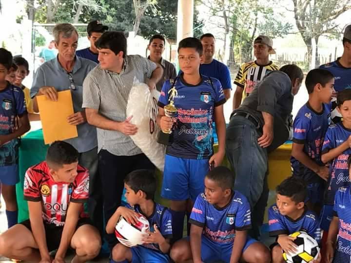7d184cb1f Imagem 224 - Prefeito Valdir Júnior entrega material esportivos para a  Escola de Futebol AFAMA