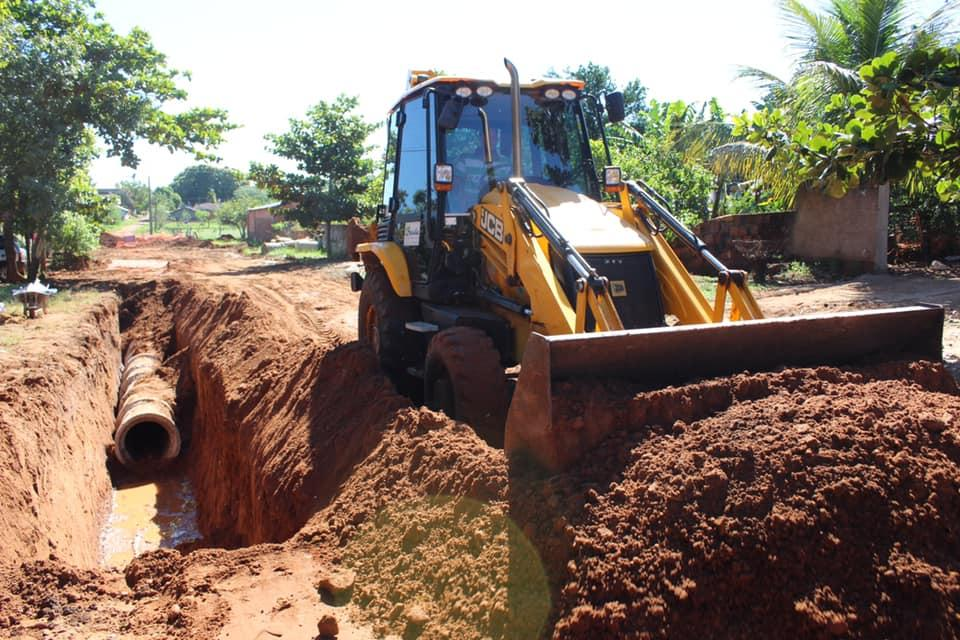 Imagem 1357 - Prefeitura de Nioaque instala tubos da rede pluvial da rua Pedro José Rufino